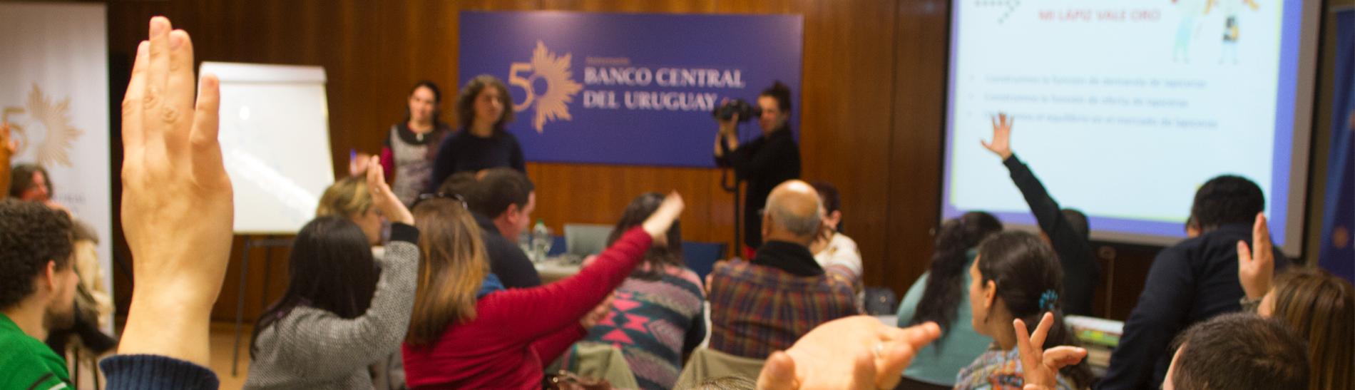 Taller de Economía y Finanzas para docentes en Paysandú