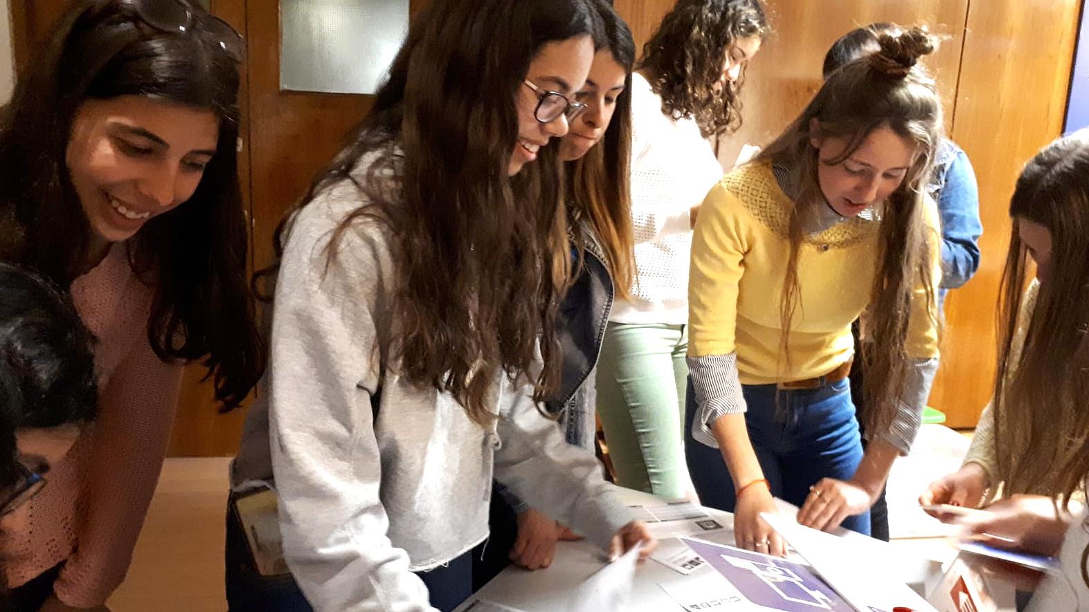 Grupos de Salinas y Empalme Olmos participaron en talleres de sistema financiero y política monetaria.